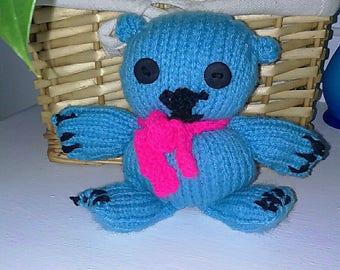 polar bear cub baloursse entirely knitted