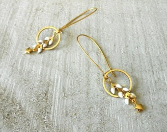 Sleeper earring gold plated, chain ear glazed white and mini star