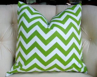 Green and white pattern Cushion cover Chevron