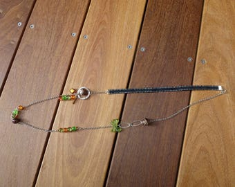 Necklace colors of autumn (green, Brown, caramel) and silver metal rings