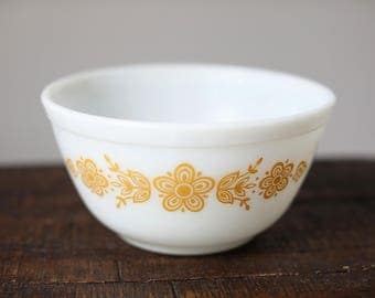 Vintage Pyrex Nesting / Mixing Bowl 402 Butterfly Gold