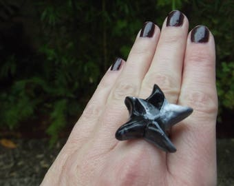 Marbled grey, white and black star ring