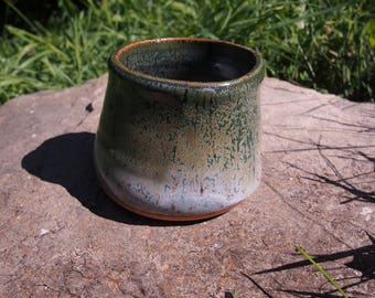 Warped ceramic cup