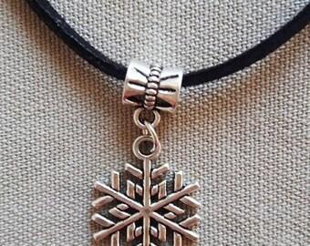 Snow star pendant necklace