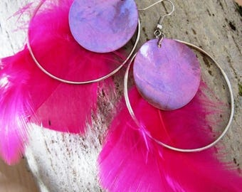 Natures in pink feathers, pearl earrings and silver rings