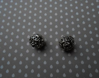 Set of 2 carved 13 mm silver metal beads