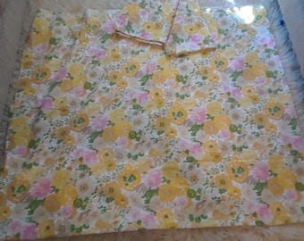 Vintage 60s Muslin floral Queen flat sheet & 2 pillowcases