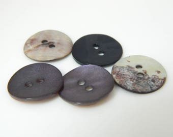 5 x 18mm (l169) Pearly purple buttons