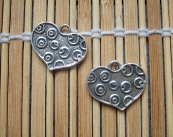 2 hearts charms