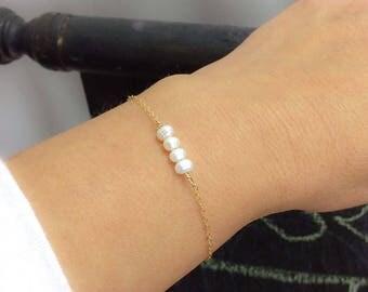 Dainty freshwater pearl bracelet, Minimal bracelet, Simple, 14k gold filled, Rose gold or Sterling silver, Gift for her, Delicate bracelet