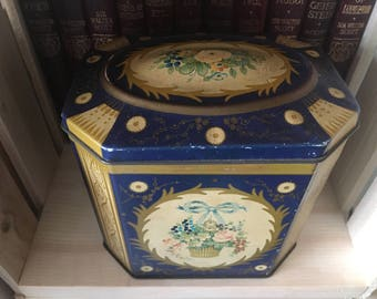 Vintage Gray Dunn Scotland Great Britain collectible biscuit tin hinged lid floral - rare