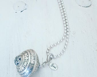 twentyonehappinezz • silverplated ballchain necklace with a silverplated moroccan hanger.