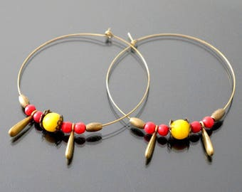 Minimalist earrings, red and yellow.