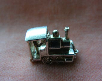Vintage Sterling Silver Charm Trian opens to the driver