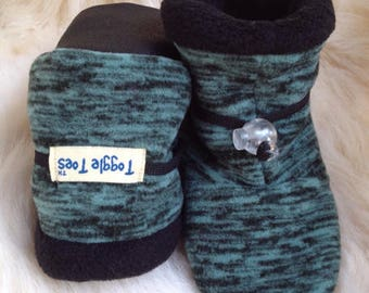 Warm fleece baby booties, soft sole shoe from Toggle Toes in infant size 4-12 months, baby shoe size 1-4