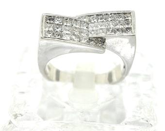 18k White Gold And Princess Cut Diamond Ring. Size 7