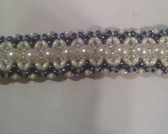 Round and oval beads bracelet
