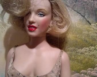 """Franklin Mint """"HAPPY BIRTHDAY"""" Mr. President Marilyn Monroe Doll"""