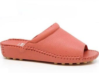 Women's handmade slippers in genuine leather