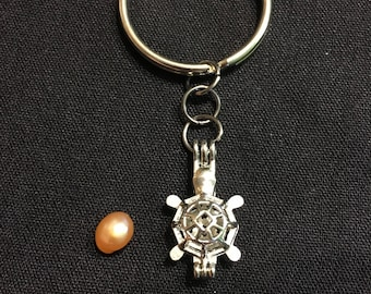 Turtle keychain w/ pearl