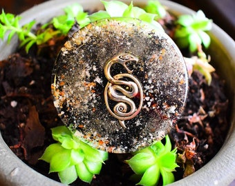 """ORGONITE MAGNET """"Snake"""" Black Tourmaline & Pyrite in Powder"""