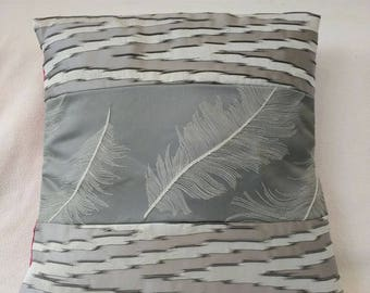 Monopink Feathers Cushion Cover