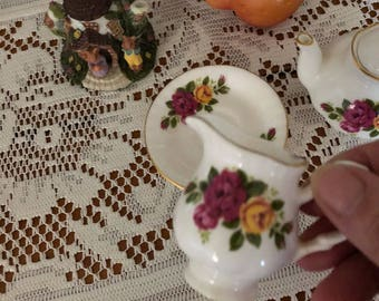 Collectable miniature teapots