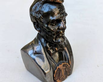 Lincoln Tomb souvenir bust, antique