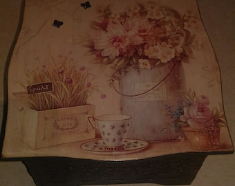 Products in decoupage technique