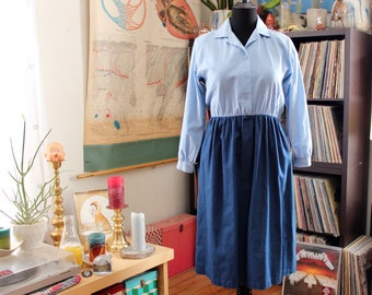 chambray denim dress . womens size large 1980s vintage shirtwaist dress . 2 tone blue dress with elastic waist