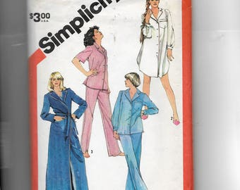 Simplicity Misses' Tailored Pajamas, Nightshirt and Robe Pattern 5786