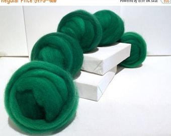 ROVING SALE Emerald Green, Roving, Needle Felting Spinning Fiber, Christmas green, kelly green, w 3 free coordinated fiber samples