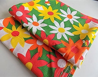 Vintage Cotton MOD Floral Kitchen Towels Bright Daisy Flowers