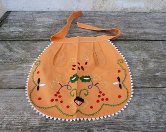Vintage 1970/70s Portuguese embroidered folk cotton apron / for child