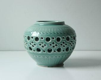 Vintage reticulated celadon green porcelain crackle vase - Pristine condition