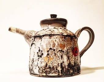 teapot with poppies