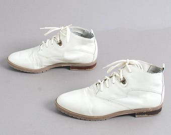 size 7.5 GRUNGE cream white leather 80s 90s COMBAT VICTORIAN lace up ankle boots