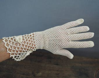 Vintage 1950s  Ivory Crochet Gloves with Wide Cuffs, size 6-1/2