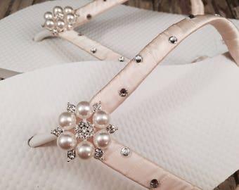 Kate Bridal Flip Flops, Custom Flip Flops, Bling Pearl Dancing Shoe, Pearl Bridal Sandals, Wedding Flip Flops, Beach Wedding, Bridal Shoes