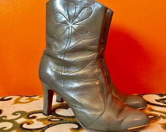 Gray Ankle Boots // Country Western Cowboy // Patent Leather // 60s Mod Shoes // 1960s Clothing // High Heels // Womens Size 5.5 to 6