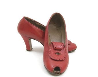 REDUCED Vintage 40s Shoes Red Leather Peep Toe Pumps 7.5