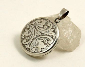 Vintage Sterling Silver Round Picture Photo Locket Pendant with Engraved Scrolls by GJ Ltd, 1 Inch