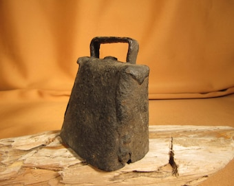 ANTIQUE COW BELL, Patina Cow Bell, large size, All Metal Antique Farm animal cow belll, 3 inch Antique cow bell working clapper thick patina