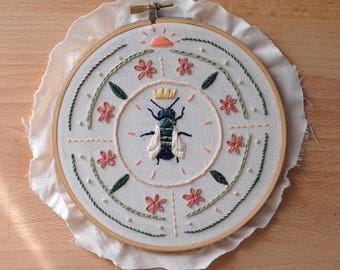 Embroidery kit, bee embroidery pattern, diy embroidery, beginner embroidery, oregon embroidery kit, modern embroidery sampler, diy hoop art