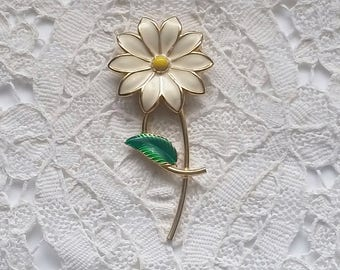 Vintage, Creamy White, Yellow Center, Enamel, Daisy, Pin, Brooch, 1970s Jewelry, Retro Chic Pin