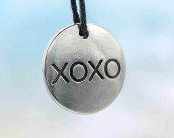 Round   Pendant, 1pc, 20x20mm, XOXO,  Pewter Pendant, Made in USA-P354