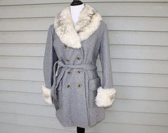 Vintage 1970s faux fur trim coat