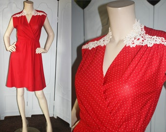 Vintage 70's Polka Dot Dress with Lace Collar. Small