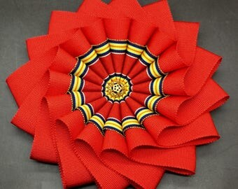 Layered Red, Yellow and Blue Wheel Cocarde Applique