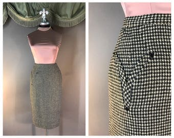 Vintage 50s skirt 1950s BLACK WHITE HOUNDSTOOTH Special detail arrow pocket fitted wool wiggle pencil skirt
